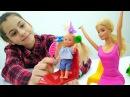 Видео про кукол - Вика помогает Барби с детьми