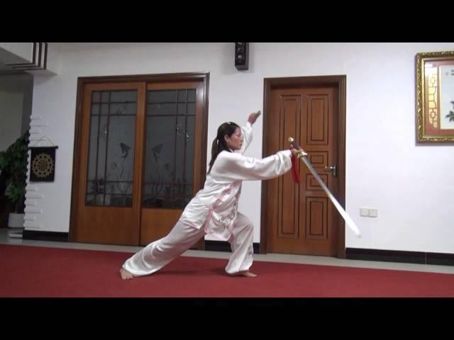 32式太极剑 演练者:黄冬梅(福清心连心太极拳)2016年06月17日