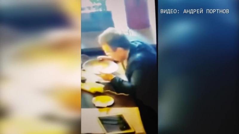 Геращенко вылизывает тарелку с едой. В мире животных