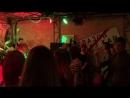 Глазов танцует вместе с дуэтом Bonosera под кавер на Джо Бонамассу