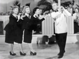 The Andrews Sisters - Beer Barrel Polka (Roll Out The Barrel) 1939