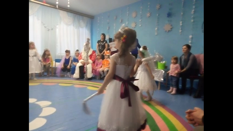 148 Танец снежинок на празднике Ульянки.