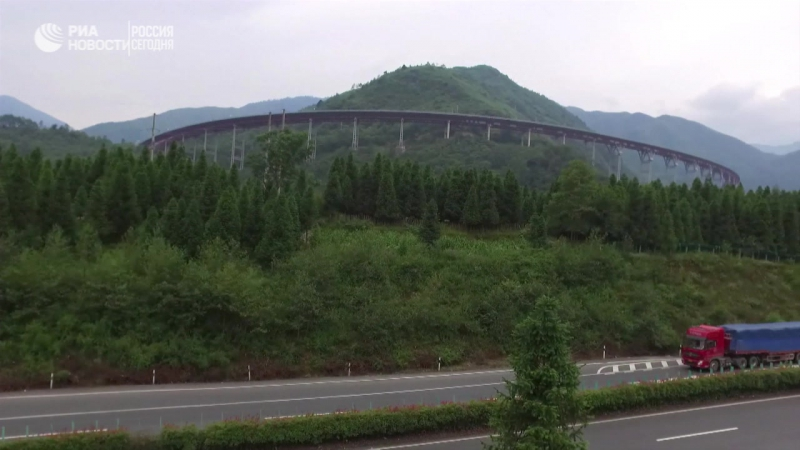 Очень длинный китайский мост.