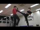 Брюс Ли нашего времени обучает самообороне 👍