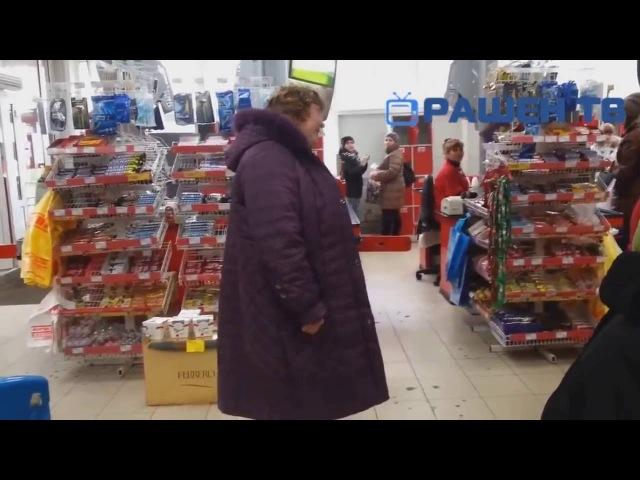 Сумасшедшая бабка в магазине Crazy granny in a shop