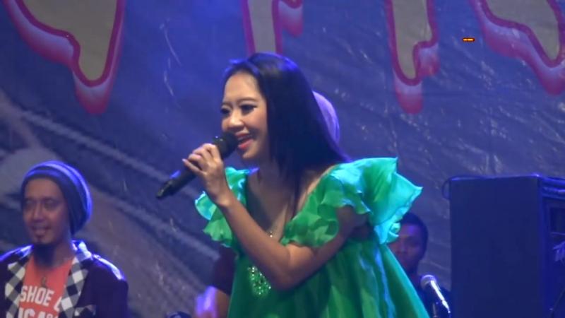 TANDA MERAH - RENA KDI - OM NIRWANA LIVE TENGARAN, PETERONGAN JOMBANG - GOYANG PATROL 2017 [HD].mp4
