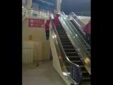 Необычный способ подняться на эскалаторе