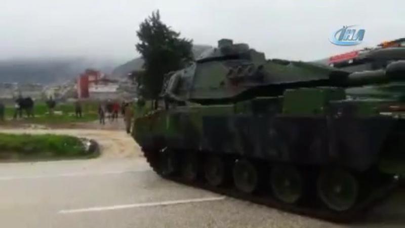 Турки разгружают танки