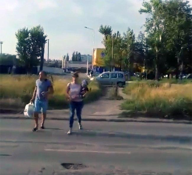 Один пешеходный переход напротив «Ленты» появится уже в этом месяце