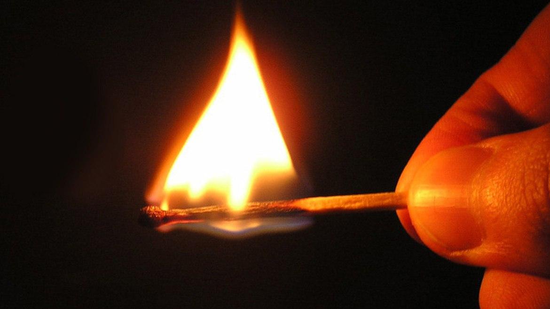 Жительница Томской области подожгла дом дочери из-за отобранного спиртного