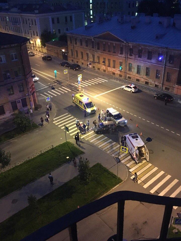 Опубликованы фотографии ДТП на Клинском проспекте, в котором пострадали трое