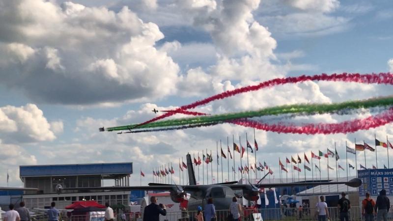 финал шоу ОАЭ; MB-339x7, командир Nasser Al Obaidli @ MAKS Air Show