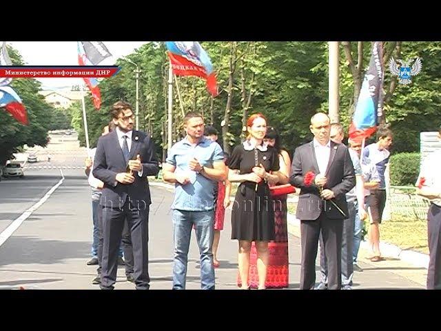 В Снежном состоялся траурный митинг, посвященный жертвам авиационного налета В ...