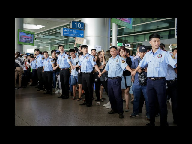 T-ara đến Việt Nam: Dàn bảo vệ hùng hậu cùng fan ra sân bay Tân Sơn Nhất đón