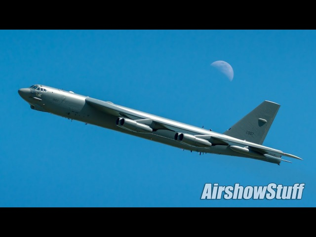 B-52 Stratofortress Flybys - EAA AirVenture Oshkosh 2017