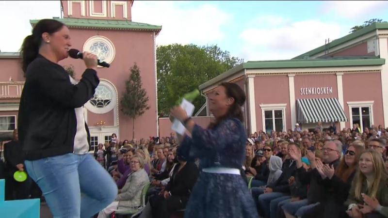 Stämningen På Topp När Publiken Får Sjunga På Scenen.(Lotta På Liseberg 26.06.2017.)