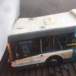 В Москве пригородный автобус въехал в подземный переход у станции «Славянский Бульвар»