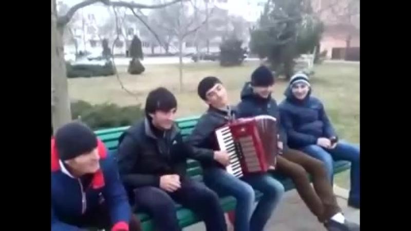 Парень на даргинском поет.mp4