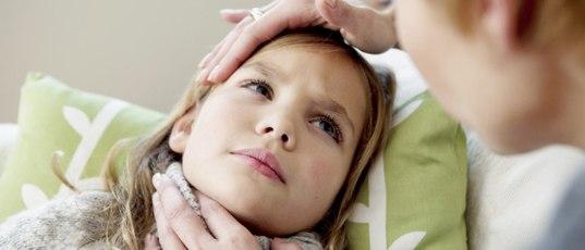 У ребенка болит горло и температура 3 года
