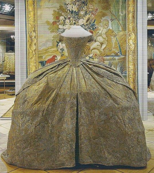 Платье венчальное великой княгини Екатерины Алексеевны