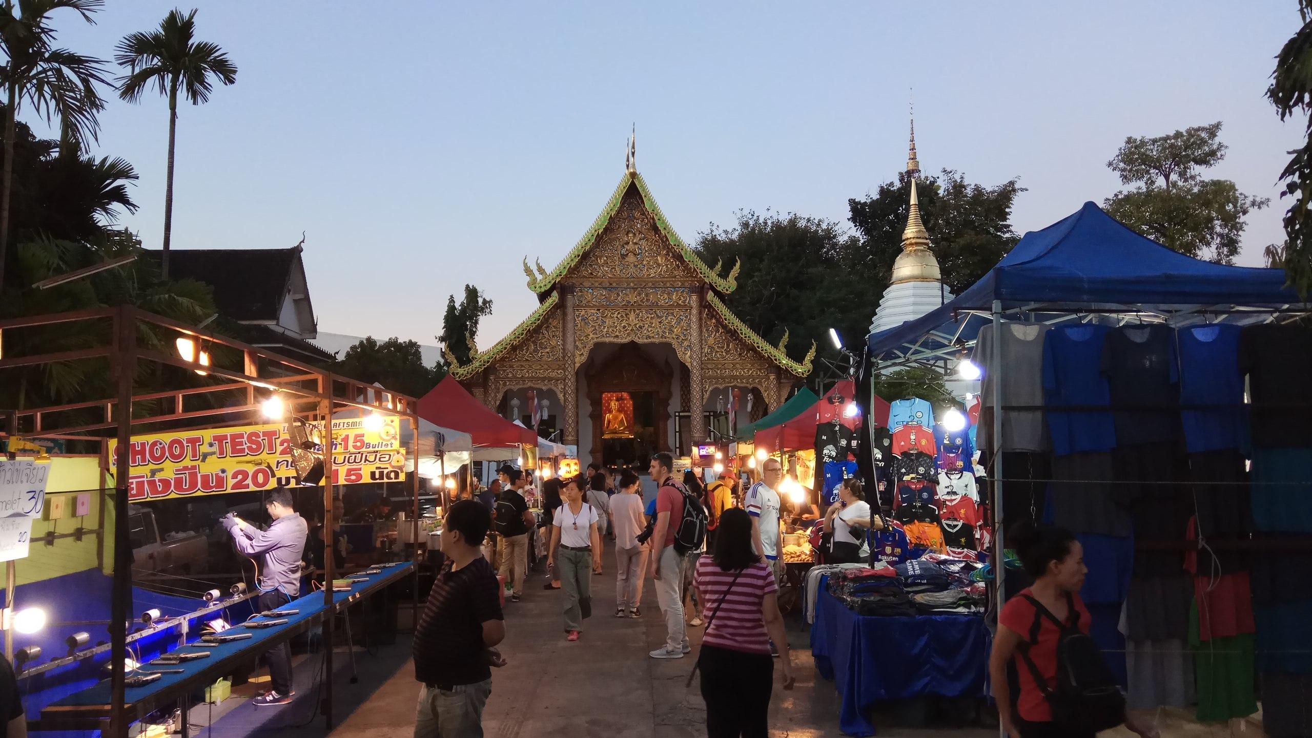 ночной рынок в Чиангмае северная столица Таиланда