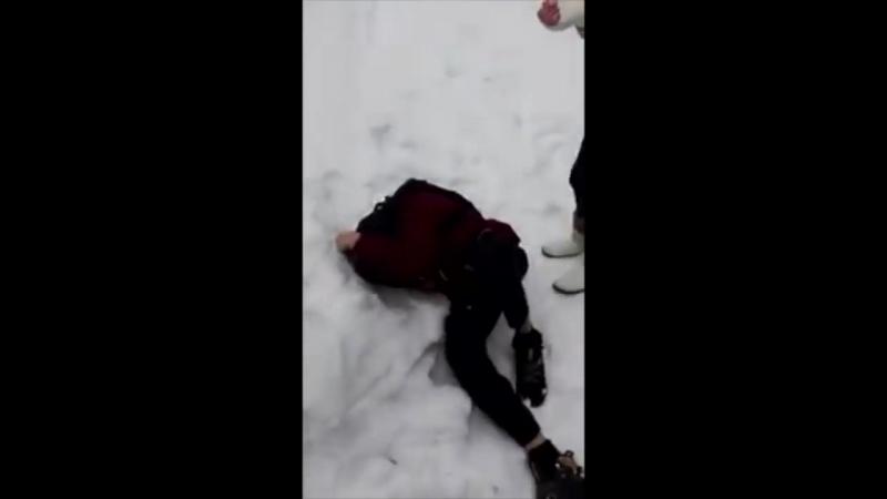 Драка в Рыбном - девушка избила парня