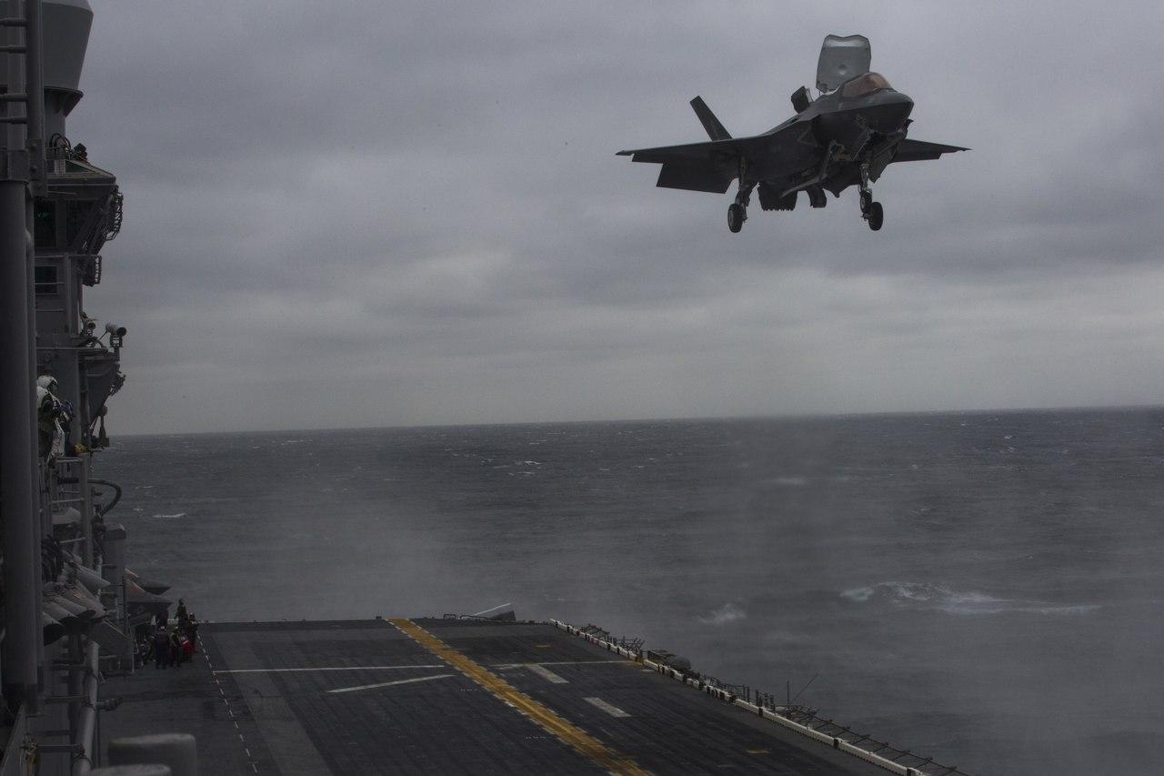 Первая боевая служба истребителей F-35B Lightning II истребителей, Lightning, Оригинал, проведению, дополнительных, привлечения, противника, противодействия, условиях, операций, локальных, решать, задачи, четырёх, самостоятельно, сможет, составе, таком, Считается, DDG104