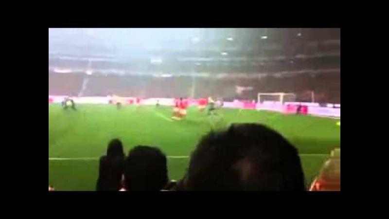 Hulk sofre racismo e cala a boca da torcida do Benfica