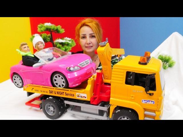 Barbie ve Ken Özge'nin mağazasına sığınıyorlar