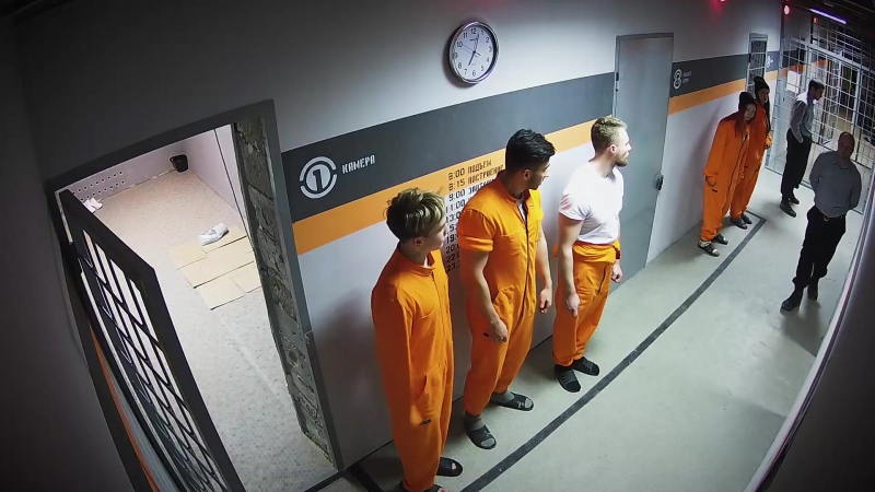 Бывший заключенный учится быть охранником