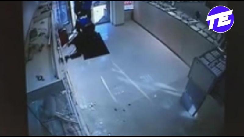 Охранники ювелирного магазина отбили дерзкий налет грабителей