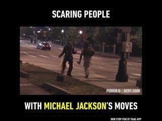 Танцор пугает людей движениями Майкла Джексона