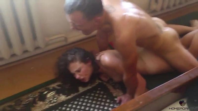 Жестко изнасиловал студентку реальные съемки Порно сосет минет Школьница Малолет
