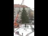 А у нас ставят ёлку!!!)))) Ждём 24 декабря в 16.00. на торжественном открытии!)))