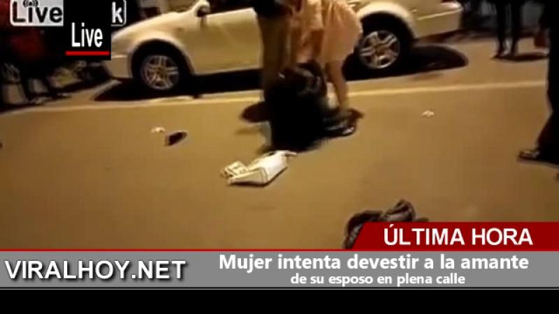 Mujer intenta devestir a la amante de su esposo en plena calle