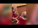 Дети впервые видят себя в зеркало ~Умная Мама~