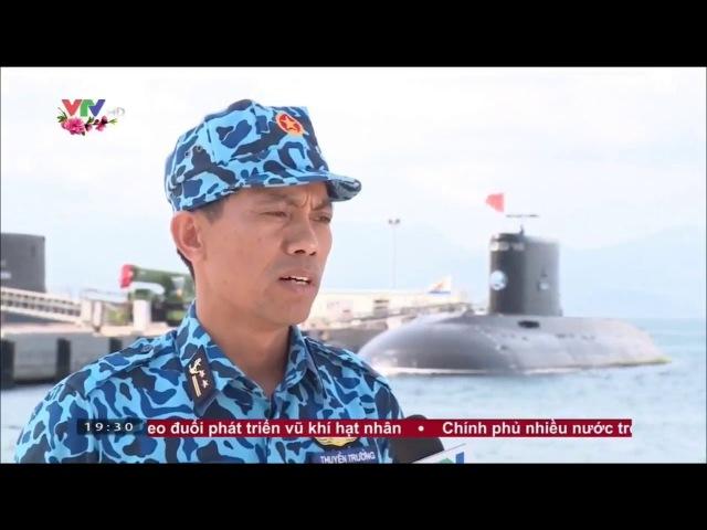 Tàu ngầm Kilo Việt Nam biểu diễn lao khỏi mặt nước