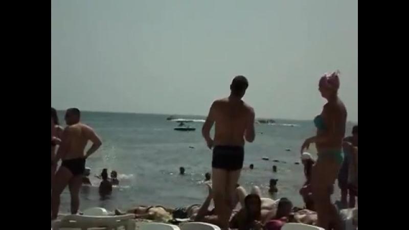 На пляже возле гостиницы Санторини 18 08 2013 Коктебель