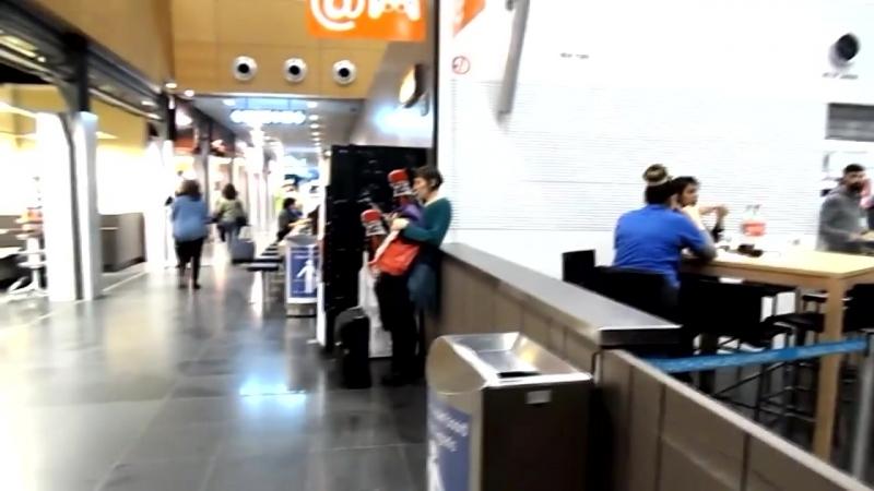 Пианист виртуоз играет в аэропорту Бельгии