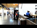 Пианист виртуоз играет в аэропорту Бельгии!