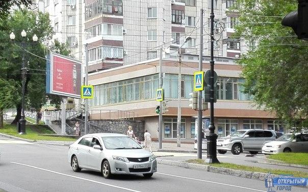 Желто-белую разметку для пешеходов нанесли на один из опасных перекрестков