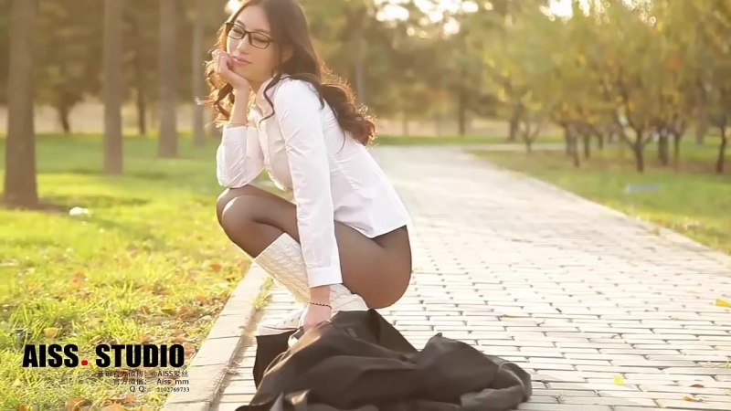 Deep Model - AISS 013_ Public photoshoots of Chinese Girl