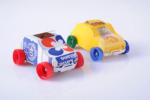 10 ГЕНИАЛЬНЫХ ПОДЕЛОК ИЗ ПРОСТОГО МОЛОЧНОГО ПАКЕТА Малыши будут в восторге, а вы не потратите ни копейки!Не обязательно тратиться на дорогие развивающие игрушки для детей, тем более что многие