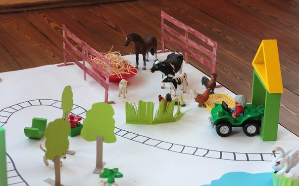 ИГРУШЕЧНЫЙ ГОРОД ИЗ БУМАГИ Поделки с детьми отличный способ развлечь малышей и отдохнуть самой. Дети с удовольствием откликнутся на предложение построить огромный мегаполис с высотными домами,