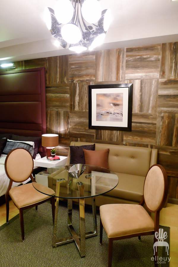 Квартира-студия неизвестного метража со скрытой кухней.