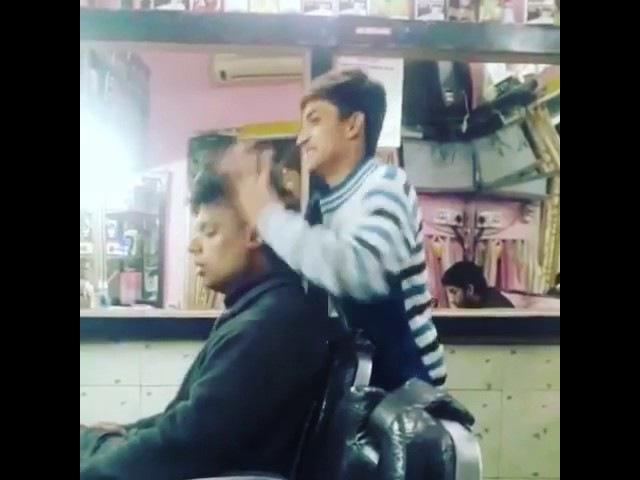 Новая парикмахерская в Деме. Приходи с похмелья.