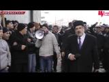 Симферополь. 26 февраля, 2014. Коридор мира возле верховного совета Крыма, делают Чубаров и Аксенов.