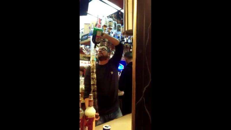 Виртуоз бармен