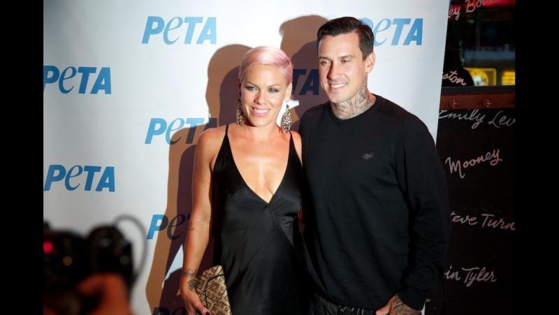 13 июня — Пинк со своим супругом Кэри Хартом посетила благотворительное мероприятие «PETA» [2012]