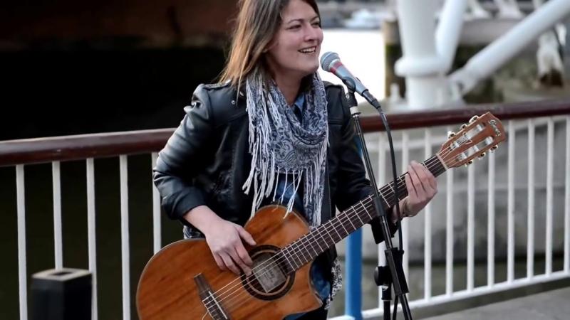 Feeling Good (bass guitar style) - Street Performer Susana Silva feelin good